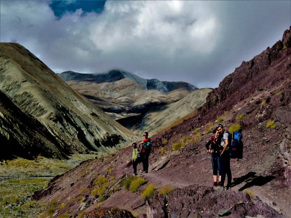 Group walking from Jingchan to Yurutse (Markha valley trek).